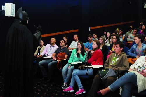 Batman De Urussanga Ministra Palestras E Debates