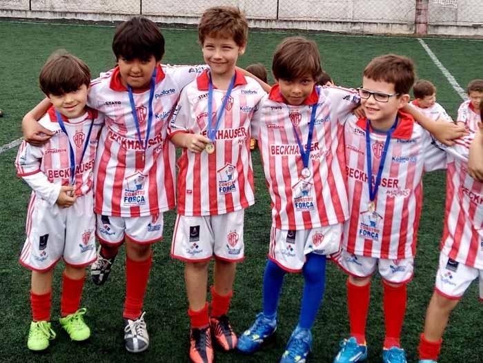 Projeto faz inclusão social com crianças através do futebol de campo
