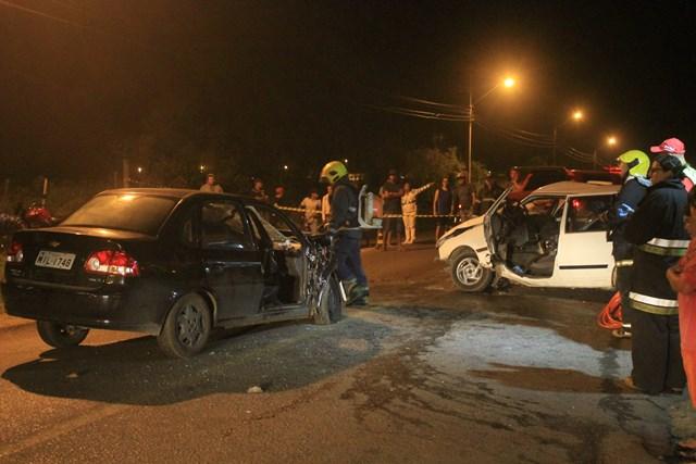 Acidente-entre-carros-Avenida-Universitária_Suelen-Bongiolo-1