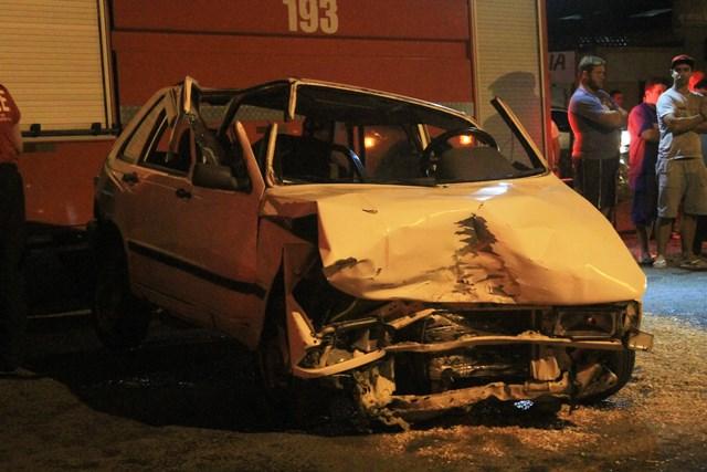 Acidente-entre-carros-Avenida-Universitária_Suelen-Bongiolo-12