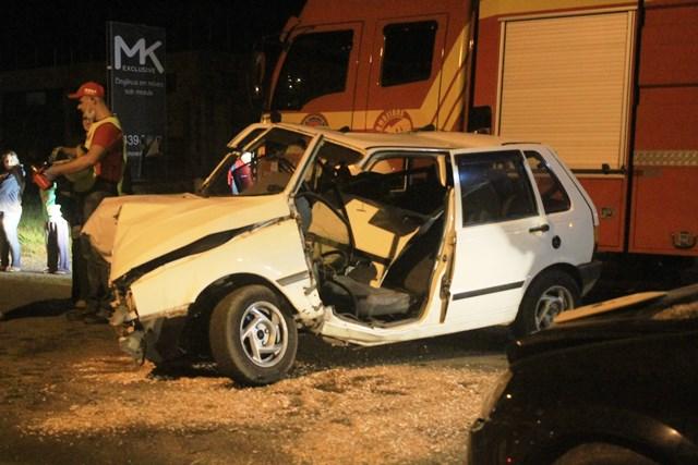 Acidente-entre-carros-Avenida-Universitária_Suelen-Bongiolo-7