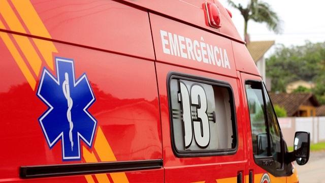 Ambulância Corpo de Bombeiros Foto Dia