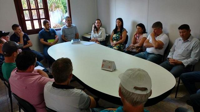 Contratos para adquirir merenda da agricultura familiar são assinados em Jacinto Machado