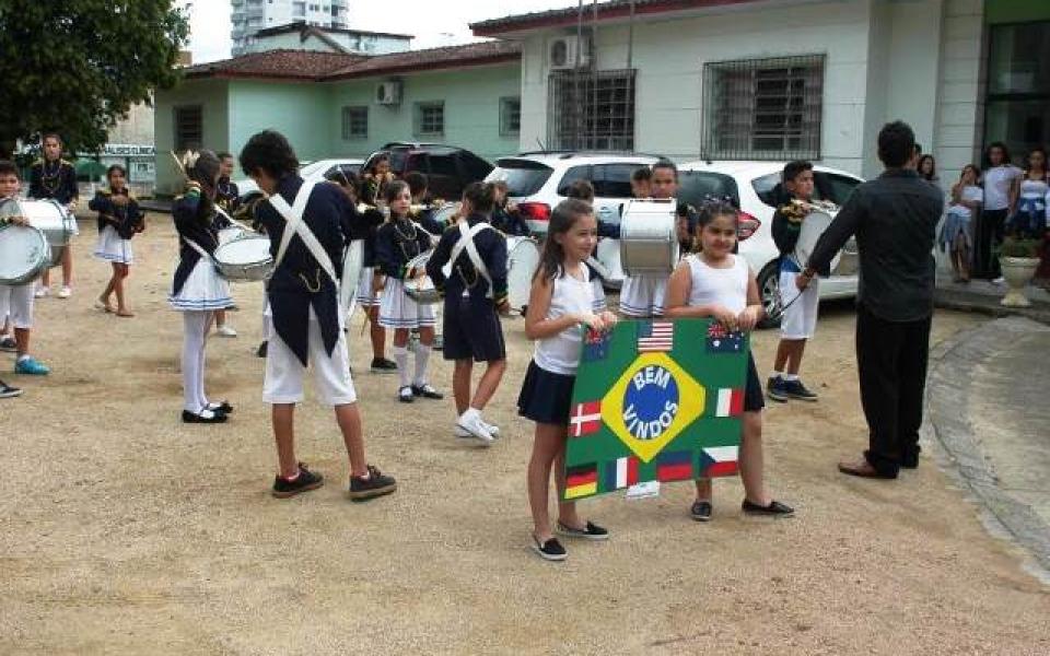 Cultura local é apresentada a intercambistas na Escola Visconde de Taunay, em Lauro Müller