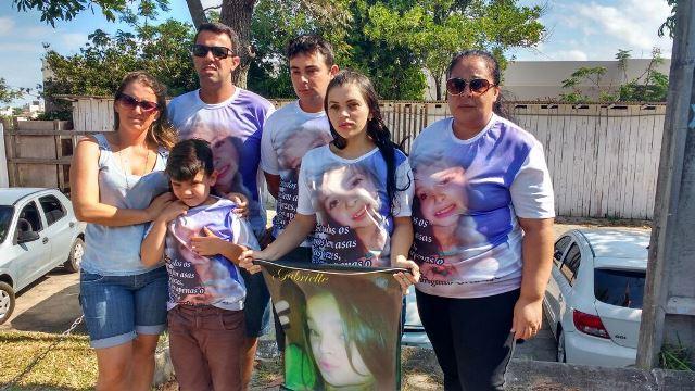 Família faz manifestação e pede justiça em frente ao HRA2