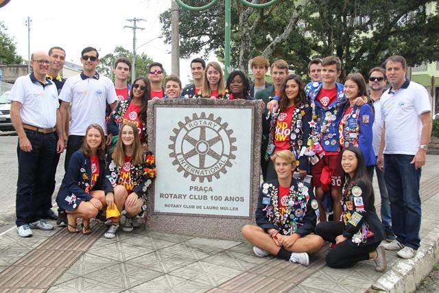 Programa de Intercâmbio do Rotary Club traz grupo com jovens de nove nacionalidades a Lauro Müller