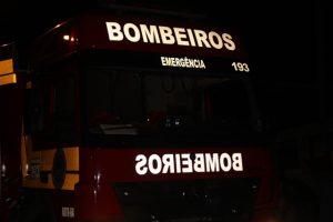 Corpo Bombeiros caminhão noite