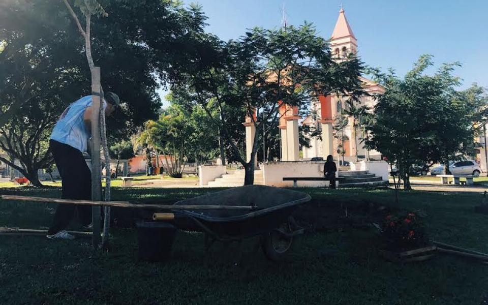Praça Benjamin Scussel ganha novo colorido, em Treviso