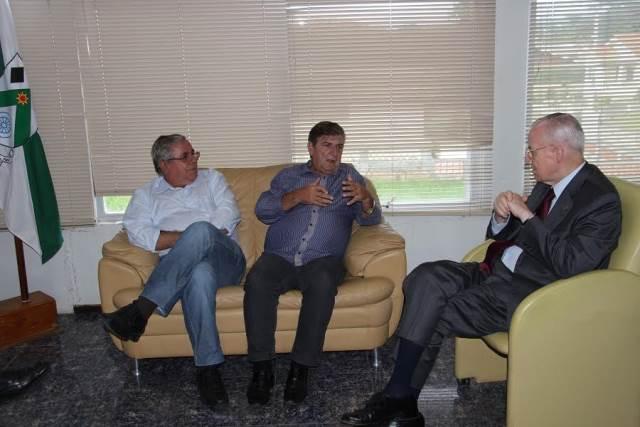 Prefeito Valdir Fontanella recebe visita do Príncipe Dom Bertrand de Orléans e Bragança2