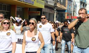 Protesto reúne 800 em Tubarão