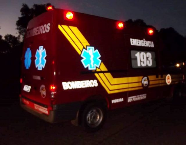 Foto noturna ambulância Corpo de Bombeiros