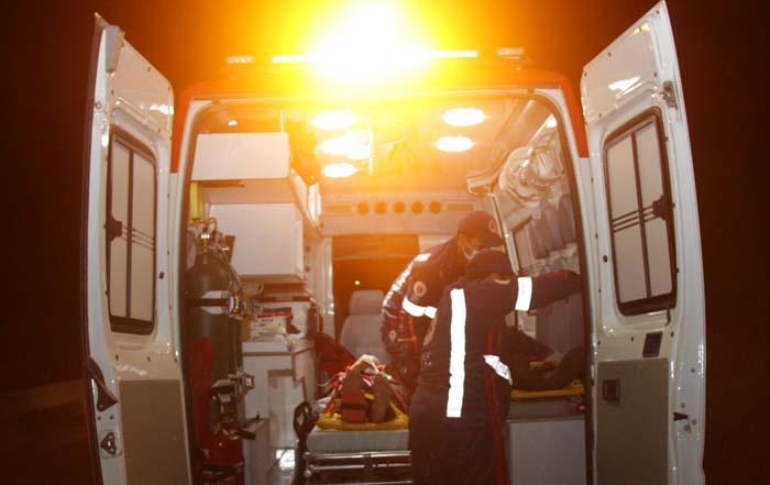 Foto noturna Samu ambulância