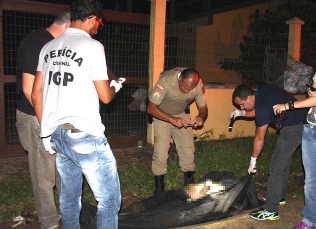 Com munições e documentos falsos, homem é encontrado morto em rio