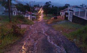 O abandono nas ruas da Mina do Mato, em Criciúma