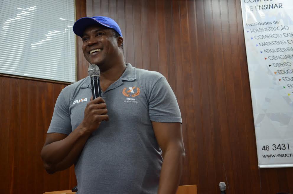 Medalhista olímpico faz palestra na Esucri