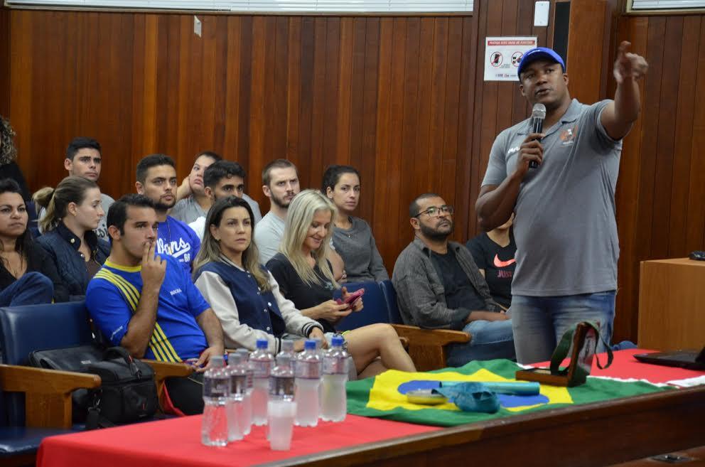 Medalhista olímpico faz palestra na Esucri3