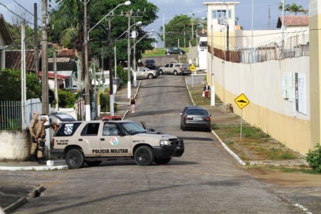 Ruas próximas ao presídio Santa Augusta são trancadas
