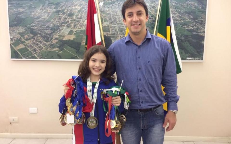 Campeã brasileira de Karatê é recebida no gabinete