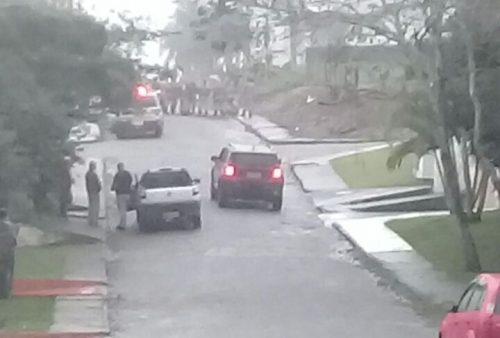 Após tentativa de fuga, criminosos trocam tiros com PM de Criciúma