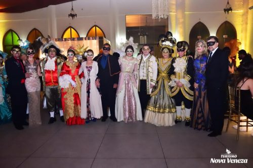 Baile de Gala encanta turistas, em Nova Veneza