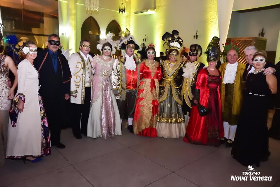 Baile de Gala encanta turistas, em Nova Veneza3
