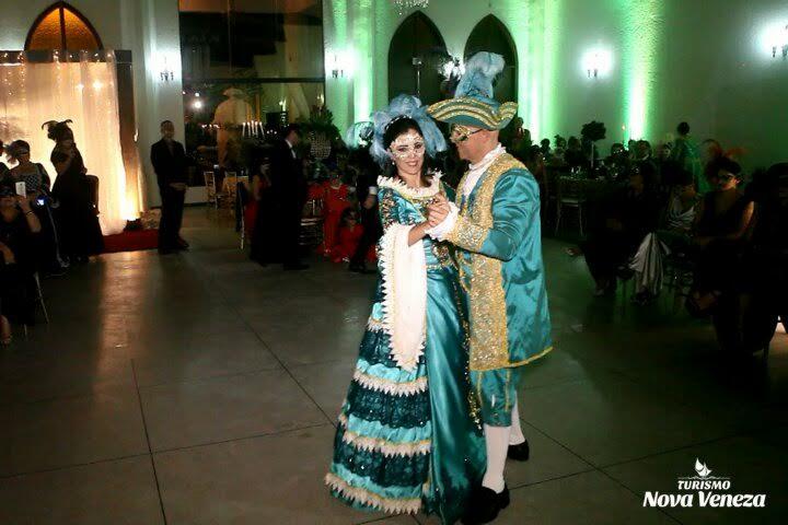 Baile de Gala encanta turistas, em Nova Veneza6