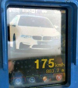 Carro foi flagrado a 175 km/h onde a máxima permitida é 80 km/h (Foto: PRF)