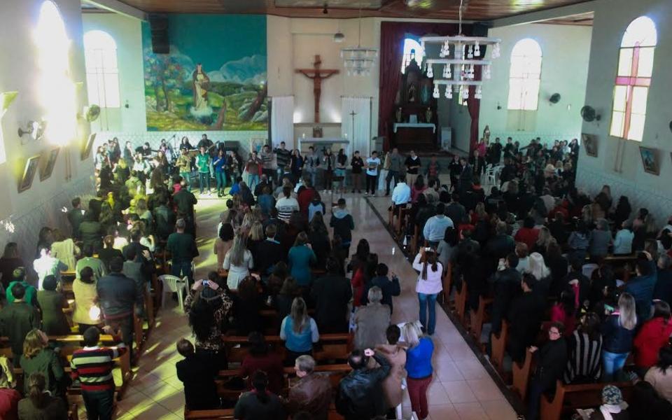 Cenáculo de Pentecostes reúne centenas de fiéis em Criciúma