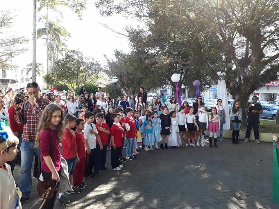 Centro Educacional Meta promove Sábado Literário na Praça Celso Ramos, em Orleans11