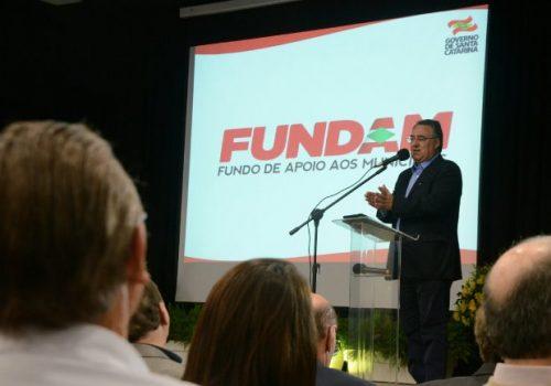 Colombo leva proposta do Fundam 2 para o Extremo Sul e anuncia continuidade da obra da Serra do Faxinal