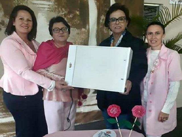 Deputada Dirce Heiderscheidt realiza entrega de Negatoscópio à Rede Feminina de Lauro Müller2