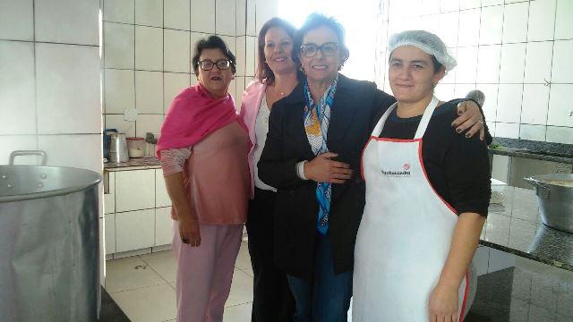 Deputada Dirce Heiderscheidt realiza entrega de Negatoscópio à Rede Feminina de Lauro Müller3