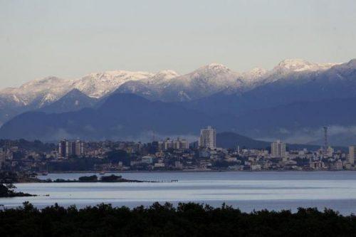 Em julho de 2013, nevou em 107 cidades de Santa Catarina, inclusive no Morro do Cambirela, em Palhoça