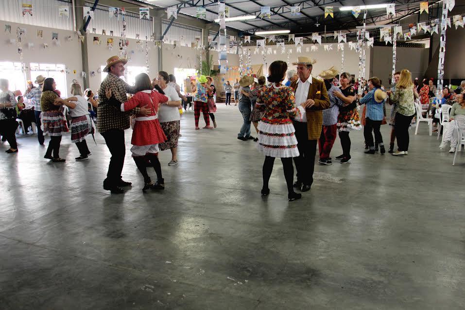 Festa Junina da Terceira Idade reúne idosos do município em Lauro Müller7