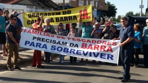 Moradores pedem urgência na obra de dragagem da Barra do Camacho, em Jaguaruna