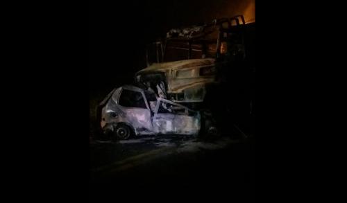Motorista de Palio de Joinville morreu carbonizado (Foto Bombeiros Voluntários de Jaraguá do Sul Divulgação)