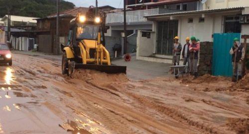 Nos Ingleses, em Florianópolis, ruas ficaram cheias de barro Foto Prefeitura de Florianópolis Divulgação