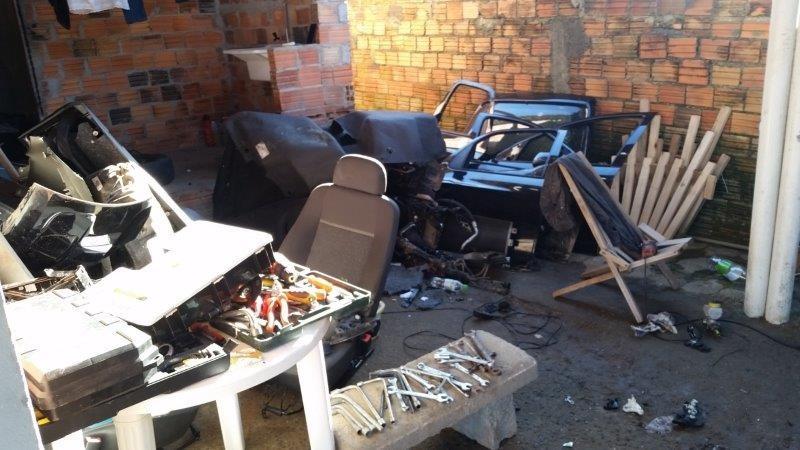 Oficina clandestina de desmanche de veículos é desarticulada pela Polícia Civil5