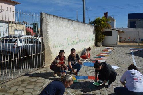 Pais e professores fazem mutirão para revitalizar creche do município de Morro da Fumaça