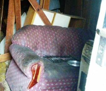 Parte de casa de madeira desaba em Criciúma4