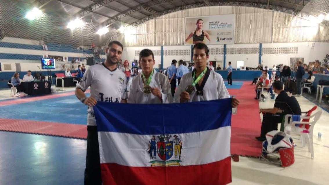 Prefeito recebe orleanenses medalhistas no Campeonato Estadual de Taekwondo2