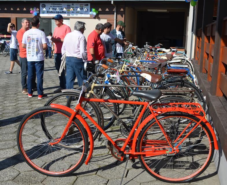 Primeiro Encontro de Bicicletas Antigas reúne raridades em Siderópolis6
