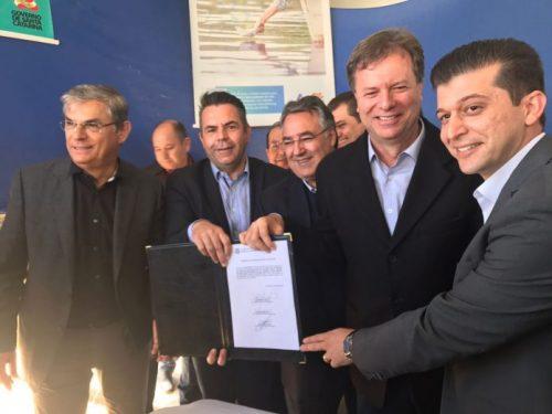SC-445 assinatura da autorização para licitação de reforma é realizada