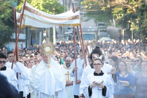 Solenidade de Corpus Christi reúne milhares no centro de Criciúma6