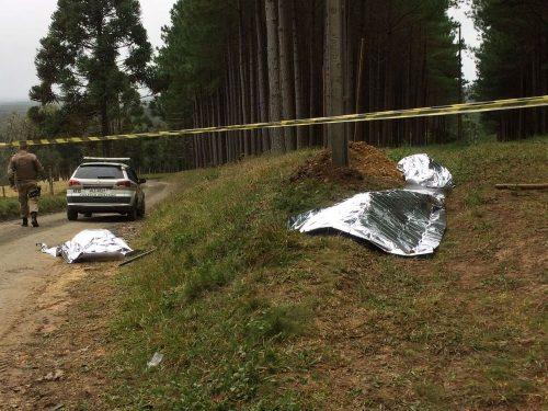 Três homens morrem eletrocutados ao instalar postes em terreno na Serra de SC