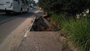Um deslizamento que assusta na SC-108, em Criciúma