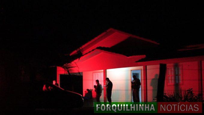 Moradora é morta a facadas e R$ 5 mil são roubados, em Forquilhinha