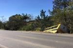 Ônibus escolar de Urussanga quebra barra da direção e fica pendura em árvores na SC-1085