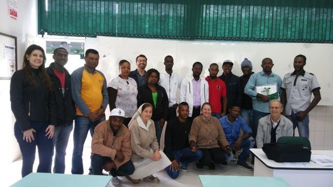 Haitianos iniciam curso de Língua Portuguesa oferecido pelo Unibave