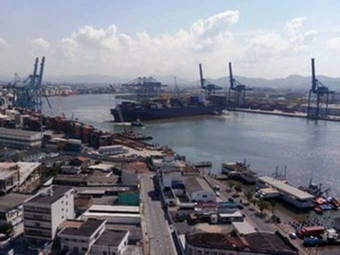 Ao menos três portos de SC ficam fechados devido a ondas altas durante fim de semana